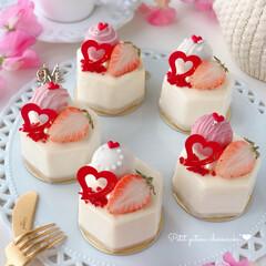 STRAWBERRY/chocolate/Cafe/cake/sweets/トリュフ/... 🍓プチガトー  トリュフを ホワイトチョ…