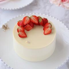 Cafe/sweets/STRAWBERRY/cake/手作りデザート/手作りスイーツ/... 🍓ホワイトチーズムースケーキ  ホワイト…(1枚目)
