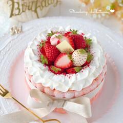 happybirthday/STRAWBERRY/手作りおやつ/手作りケーキ/手作りスイーツ/手作りデザート/... 春色ビスキュイで シャルロットケーキを作…