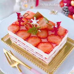 デコレーションケーキ/LIMIAスイーツ愛好会/LIMIAスイーツ同好会/LIMIAごはんクラブ/手作りおやつ/手作りスイーツ/... ホワイト生地でいちごケーキを作りました🎂…