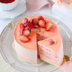 cake/STRAWBERRY/sweets/Cafe/桜スイーツ/おうちカフェ/... 🌸ミルクレープ  桜餡入りのクリームに苺…(1枚目)
