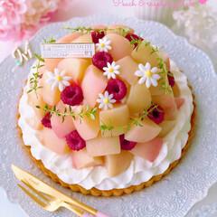 スイーツ/ラブリー/可愛い/夏スイーツ/手作りお菓子/お菓子作り/... 🍑桃とラズベリーのドームタルト  2段の…