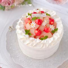 Cafe/cake/cherry/peach/sweets/手作りケーキ/... 🍑桃とさくらんぼのケーキ🍒  美味しい桃…