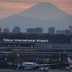 羽田空港/羽田/空港/航空写真/夕方/神秘的/... 富士山と夕焼けそしてヒコーキ 羽田の絶景…