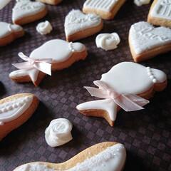 ウェディング/手作りクッキー/アイシングクッキー 真っ白でアイシング 淡いピンクがアクセン…(1枚目)
