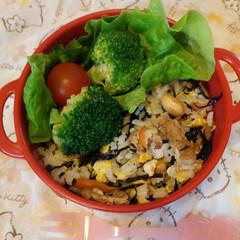 手抜き5分お弁当 週明けの簡単弁当🍱 ひじき炒飯😆 &冷凍…(1枚目)