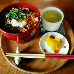 お昼ごはん/のっけ丼 今日の娘のお昼ごはん 熱々ご飯に納豆、の…
