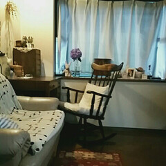 デスク/間接照明/紫陽花/古い家具/ロッキングチェア/梅雨 うっとおしい梅雨空には間接照明が癒されま…