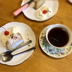 スィーツ/おうちカフェ/デザート/バナナケーキ/フォロー大歓迎 昨日、またまた焼いたケーキで おうちカフ…