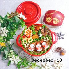 トナカイ/サンタさん/飾り切り/りんご/雪だるま/女子高生弁当/... 今日の娘弁当です🥰