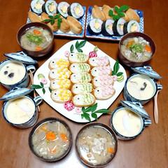 茶碗蒸し/豚汁/こどもの日ごはん/こいのぼり/鯉のぼり/鯉のぼりいなり寿司/... 今日の夜ご飯です😃 鯉のぼり稲荷寿司✨ …