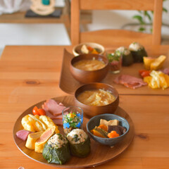 おうち時間/LIMIA手作りし隊/おにぎり/おうちランチ/おうちごはん/おうちカフェ/... ある日のふたりおひるごはん、 高菜のおに…