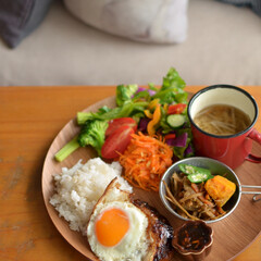 家ごはん/昼ごはん/ロコモコ/カフェ風ごはん/ワンプレートごはん/令和元年フォト投稿キャンペーン/... ある日のおひるごはん、 冷凍していたハン…