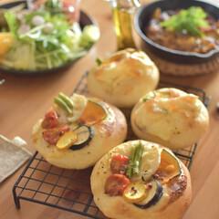 二人暮らし/昼ごはん/おうちランチ/パン作り/手作りパン/うちの定番/... 少し前に焼いたパン。 夏野菜をいろいろの…