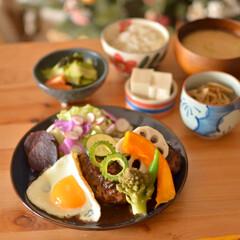 野菜好き/ハンバーグ/LIMIAごはんクラブ/おうちカフェ/LIMIA手作りし隊/おうちごはん/... 冷凍庫からソースが出てきたので 煮込みハ…