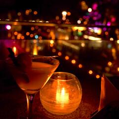 カメラ好き/一眼レフ/夜景/おひとりさま/はらぺこグルメ/雨季ウキフォト投稿キャンペーン/... いつかの旅写真。  ホテルの中のバーが …