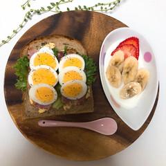 アカシアラウンドトレー XLサイズ 木製 木の皿 木製食器 size:25.4cm×25.4cm×2.5cm   不二貿易(皿)を使ったクチコミ「朝ごはんの記録  ♡オープンサンド のせ…」