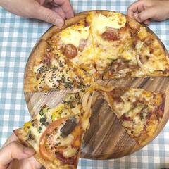 木製のパンボードピザボードゼブラ木製トレイフルーツカッティングボードを処理すると無垢材のまな板(まな板)を使ったクチコミ「デリバリーピザ。  デリバリーピザはなん…」