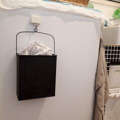 洗濯機周りの収納/洗濯機周り/洗面所/マグネットフック/ランドリーネット収納/塗替え/... ランドリーネットを入れる可愛いブリキの四…