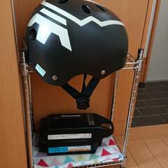 自転車グッズ収納 子供のヘルメット&電動自転車の充電器の置…