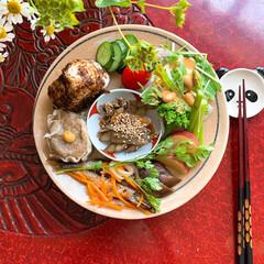 とりあえず野菜食/健康ごはん/おうちごはん/作り置きおかず/器好き/テーブルフォト/...  お昼ごはん  お気に入りの器に 作り置…