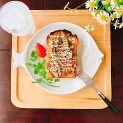 テーブルフォト/惣菜パン/お気に入りのお皿/朝餉ごパン/食パンアレンジ/作り置きおかず/...  朝ごパン  お気に入りのお魚のお皿に …