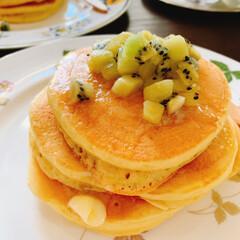 朝時間/朝ごはん/キウイソース/ホットケーキ/おうちカフェ/LIMIAスイーツ愛好会/... 娘のリクエストで この日の朝ごはんは ホ…(1枚目)