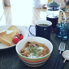 カフェプレス・スリム ブラック   ハリオ(その他コーヒー、ティーカップ)を使ったクチコミ「. . 朝ごはん . 昨夜からビーフスト…」(1枚目)