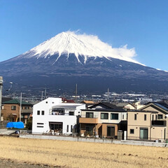 赤富士/富士山 今日の富士山🗻 1枚目はお昼時で富士山🗻…