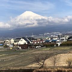 女富士/雪化粧/富士山麓/富士山 こんにちは☀️  今日は昨日と打って変わ…