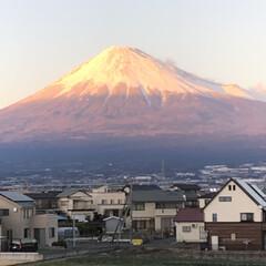 赤富士/富士山/富士山麓/雪化粧/女富士 こんばんは⭐️  帰宅時の富士山🗻  微…(1枚目)