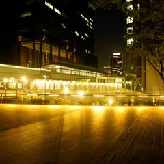 汐留/夜景/汐留駅/綺麗/デートコース/一人の時間/... 汐留駅連絡通路です。 夜は人通りも少なく…(1枚目)