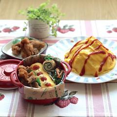 ボヌール/お昼が楽しみになるお弁当/オムレツ/オムライス/唐揚げ/お昼ごはん/... 6月14日金曜日☁️。 オムレツ&唐揚げ…
