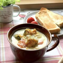 トースト/シチュー/おひとりさま/お昼ごはん/至福のひととき/LIMIAごはんクラブ/... 7月1日月曜日☁️。 昨日は寒かったので…