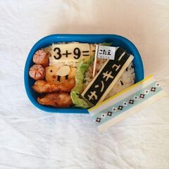 お弁当/お弁当記録/幼稚園お弁当/キャラ弁/幼稚園弁当/デコ弁 仕掛け弁当。 こたえはお花のフィルムで隠…