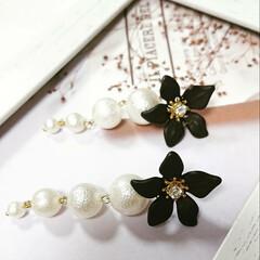 大人可愛い/お花のアクセサリー/パール/ハンドメイドアクセサリー/accessory/Handmade/... ご覧頂きありがとうございます。 アクリル…