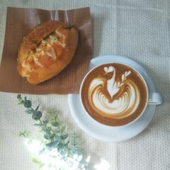 ラテアート/家庭用エスプレッソマシン/おうちカフェ 今朝は散歩がてらパン屋さんへ🚶♀️🍞 …