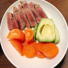 ステーキ/リミアな暮らし/夕ご飯 ステーキとトマト、トマトと境目がわからな…