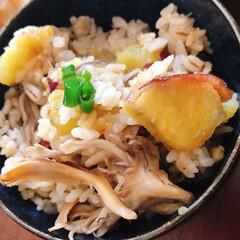 炊き込みごはん/リミアな暮らし/夕ご飯 サツマイモと舞茸の炊き込みごはん。炊き込…
