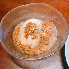 冷ややっこ/変わり種奴/おつまみレシピ/二人暮らし/おうちごはん お豆腐二種。めんつゆにラー油プラスで大人…(2枚目)