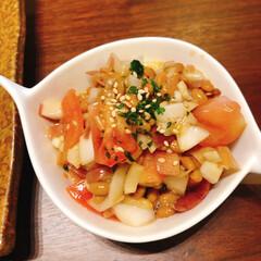 かんたんレシピ/サラサラサラダ/納豆メニュー/副菜レシピ/おうちごはん 納豆のサラダ。納豆とトマトとみょうが、た…