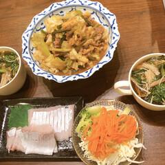 リミアな暮らし/野菜たっぷり/おうちごはん 春菊とキノコのスープと茹で野菜と焼肉を和…