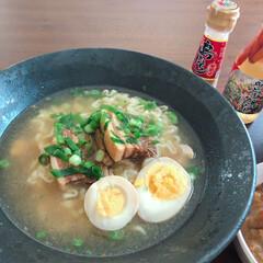島とうがらし/おうちごはん/沖縄そば 袋麺の沖縄そば!角煮と茹で卵をのせて!お…
