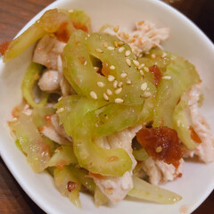 セロリ/副菜レシピ/おうちごはん セロリと茹でどりの梅肉和え。塩をして絞っ…