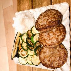 リミアな暮らし/おうちごはん/ハンバーグ ハンバーグに焼き野菜を添えて!  生活の…