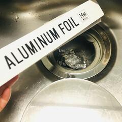 生活の知恵/アルミホイル/ヌメリ防止/キッチン/排水口/アイデア 排水口にはアルミホイルを丸めて入れていま…
