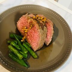 ローストビーフ/おうちごはん/簡単/レシピ/肉料理 ローストビーフ初めてつくりました! 分厚…