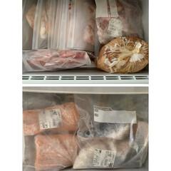 フリーザー/冷蔵庫の中/キッチン収納 我が家のパントリーには、冷蔵庫とフリーザ…