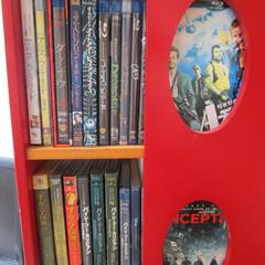 回転式本棚/お気に入り/DVD/DVD収納/DVDコレクター/こだわりの並べ方/... 回転式の本棚に入れてます。 4面になって…