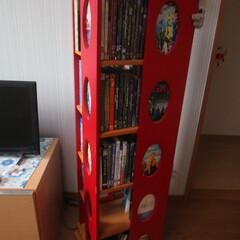 回転式本棚/DVD/DVD収納/DVDコレクター/こだわりの並べ方/多すぎて紹介しきれない/... 回転式の本棚に入れてます。 4面になって…